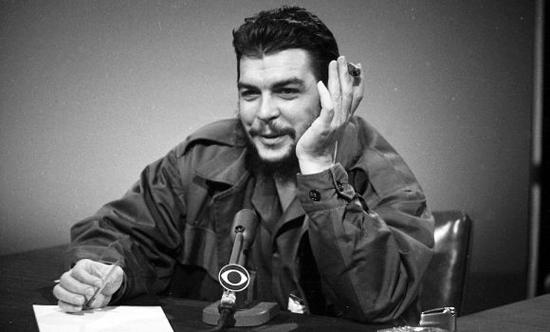 """""""No ponemos condición de ninguna clase a Estados Unidos. No queremos que ellos cambien su sistema."""" El Che en """"Face the Nation"""". Foto: AP"""